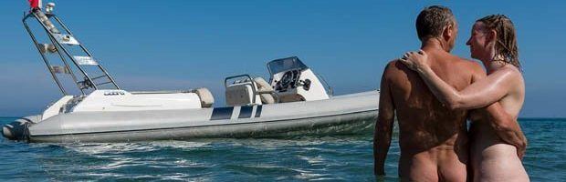 La Playa Nudista de Cantarriján ya posee su balizamiento marítimo